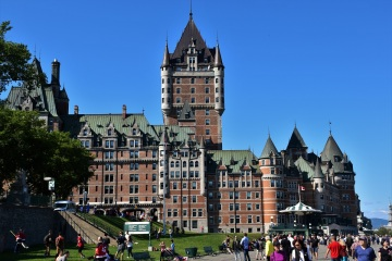 The Château Frontenac is a hotel but it's so beautiful that you can't help taking pictures of it!