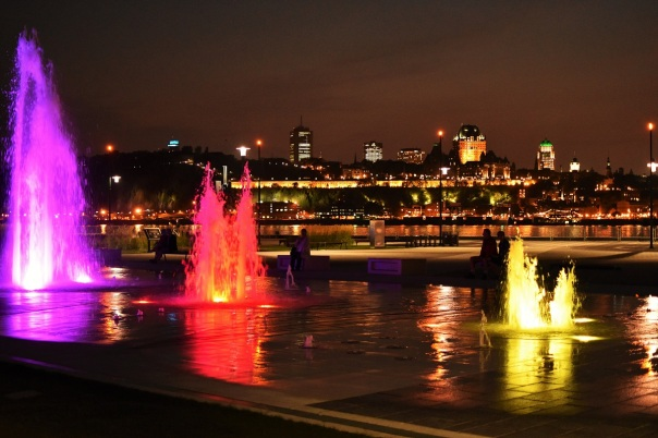 There was a sound and light show with water in Lévis, just next to the ferry station