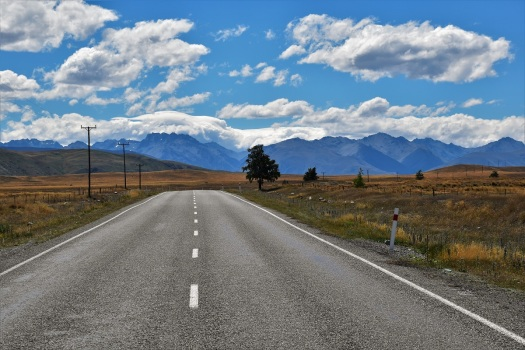 road-to-lake-tekapo