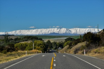 Road between Queenstown and Wanaka