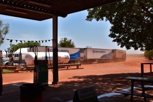 Road train, roadhouse