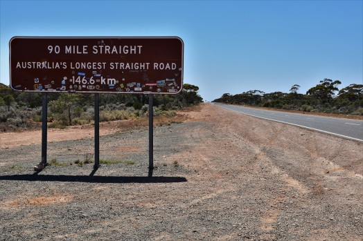 Straight road, Western Australia, Nullarbor Plain
