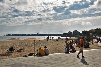 Saint-Nazaire, main beach, Place du Commando