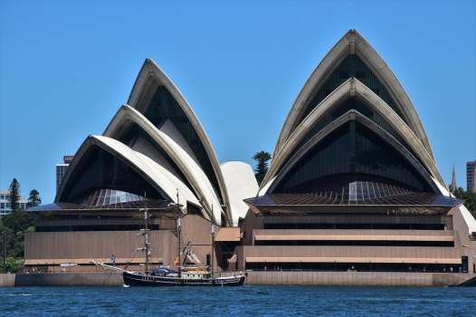 sydney-opera-house-sailing-ship
